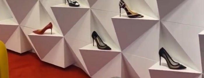 Christian Louboutin is one of 🐾 High points : What a Treat ! 🐩.
