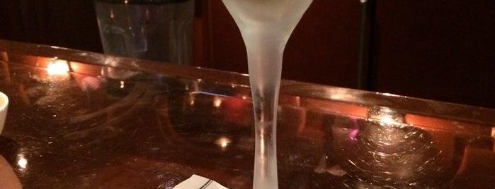 Drake Bar & Lounge is one of Locais curtidos por John.