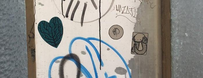 Street art chilango is one of Dorilocos.
