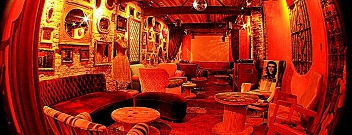 La Revolucion Bar is one of Diversos.