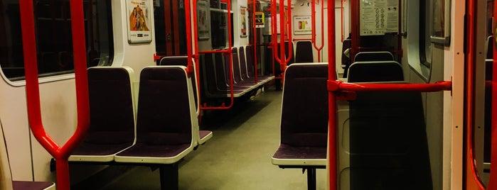 Metro =B= Palmovka is one of Lugares favoritos de Miloslav.