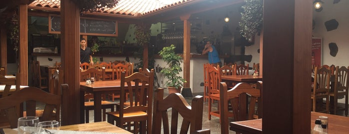 Bodegon Las Cucharitas is one of Tenerife: restaurantes y guachinches..