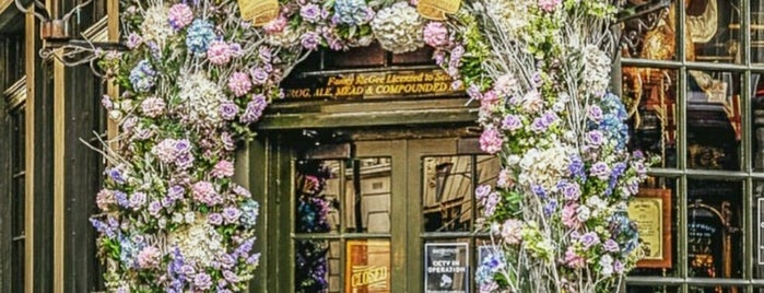 Covent Garden is one of London | لندن.