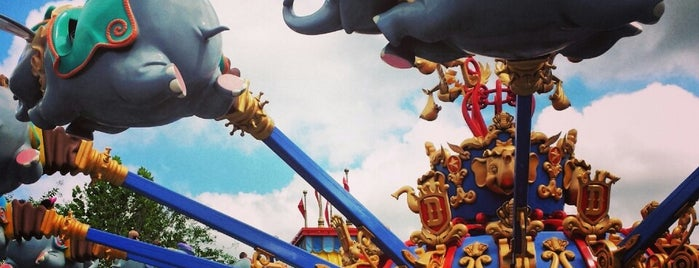 Dumbo The Flying Elephant is one of Lugares favoritos de Lorena.