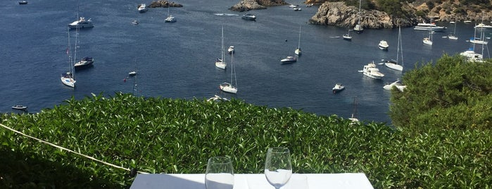 Hotel Las Brisas is one of Mariaさんのお気に入りスポット.