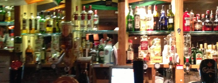 Courtyard Bar is one of Lugares favoritos de Laura.