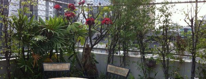 Baan Sukhumvit Inn Soi 18 is one of สถานที่ที่ Masahiro ถูกใจ.