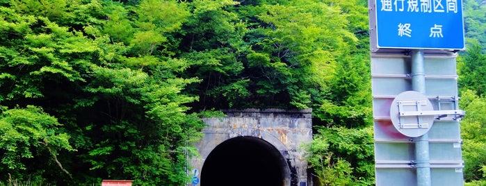 白髪隧道 愛媛・高知県境 is one of 四国の酷道・険道・死道・淋道・窮道.