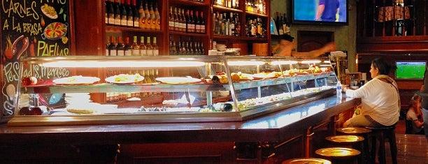 Jules Verne Cafe is one of Honeymoon.
