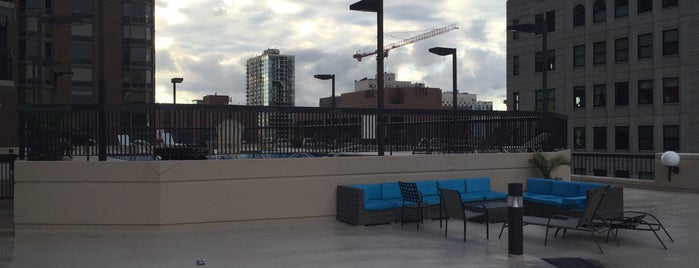 Pool Deck @ 1133 N. Dearborn is one of Locais curtidos por Brandon.