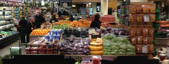 Whole Foods Market is one of Ivy 님이 저장한 장소.