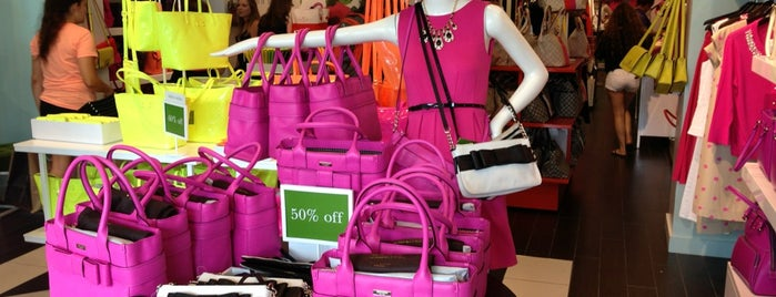 kate spade new york outlet is one of Tempat yang Disukai Patty.
