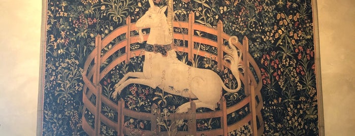 Unicorn Tapestry Room is one of Nelly 님이 저장한 장소.