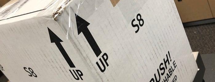 The UPS Store is one of Orte, die Jelena gefallen.