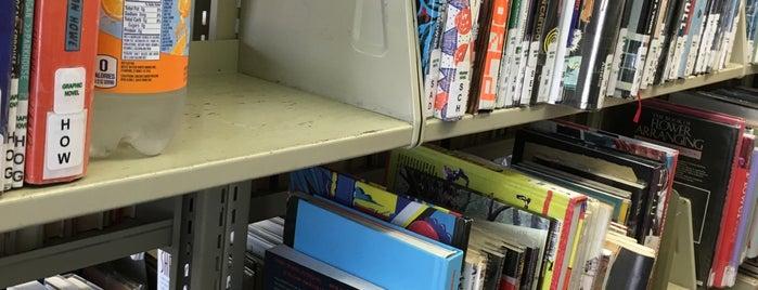 Orange County Public Libraries - Costa Mesa/Donald Dungan Library is one of Jen : понравившиеся места.