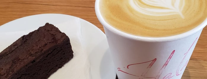 Hala Coffee & Kitchen is one of Tempat yang Disukai Globetrottergirls.