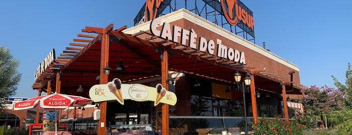 Caffé De Moda is one of EGE Oto Kiralama/Rent A Car 님이 좋아한 장소.