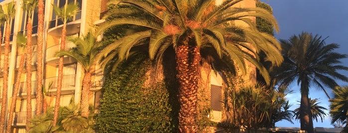 Bahia Resort Hotel - San Diego is one of Lieux qui ont plu à Munira.