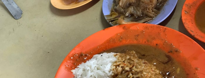 Loo's Hainanese Curry Rice is one of Locais curtidos por Suan Pin.