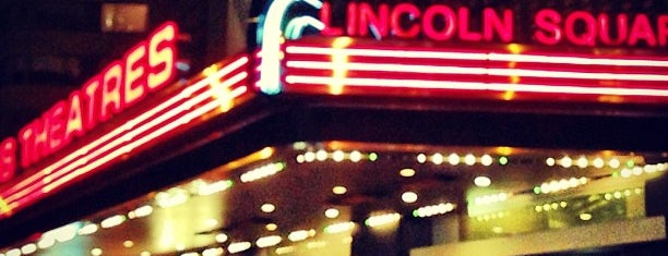 AMC Lincoln Square 13 is one of Orte, die Crystal gefallen.