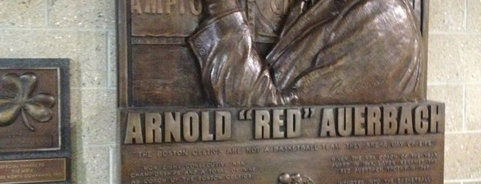 Red Auerbach Concourse is one of Locais curtidos por Andrew.