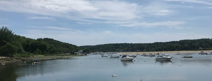 Cold Spring Harbor Beach Club is one of Lieux qui ont plu à Andy.