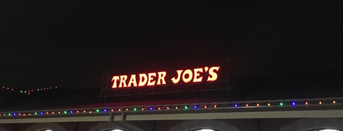 Trader Joe's is one of Locais curtidos por KATIE.