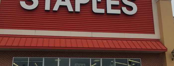 Staples is one of KATIEさんのお気に入りスポット.
