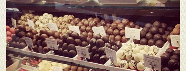 Godiva Chocolatier is one of Tempat yang Disukai Pitufry.