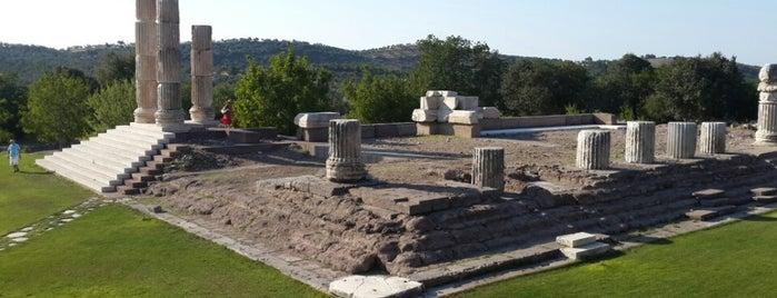 Apollon Smintheus Tapınağı is one of Lieux qui ont plu à Dsignoria.