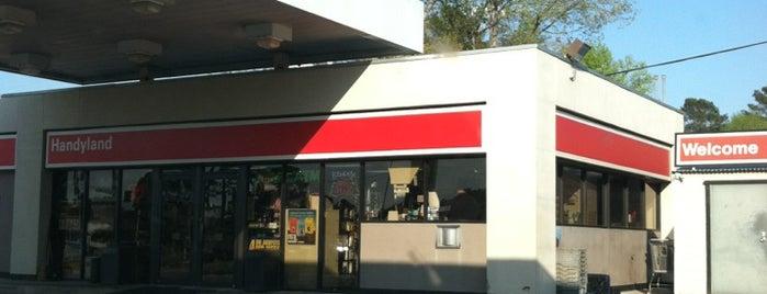 Exxon is one of สถานที่ที่ Cralie ถูกใจ.