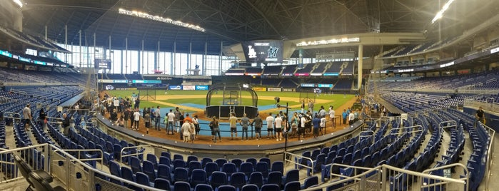 Home Plate Marlins Park is one of Posti che sono piaciuti a Val.