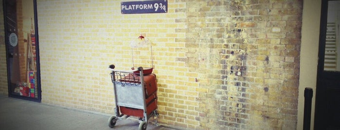 Platform 9¾ is one of Inglaterra.