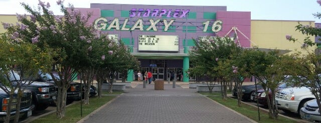 AMC Starplex Cinemas Galaxy 16 is one of Lugares favoritos de Chris.