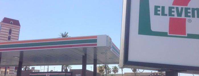 7-Eleven is one of Lieux qui ont plu à John.
