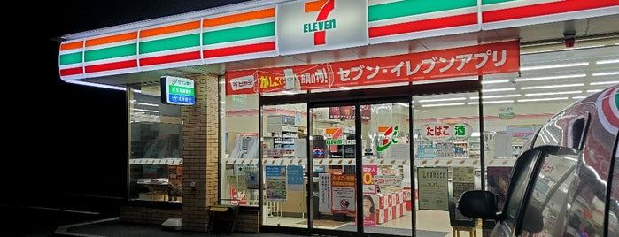 7-Eleven is one of Locais curtidos por 重田.