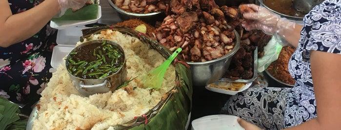 Xôi Gà Bà Chiểu is one of ăn hàng.