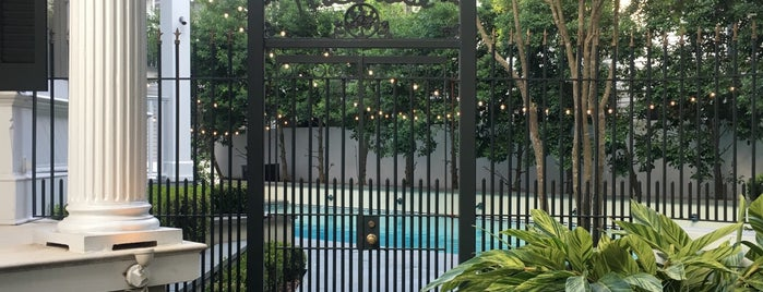 Melrose Mansion is one of Orte, die Adam gefallen.