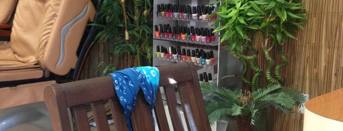 Aruba Nails is one of Lieux qui ont plu à Denise.