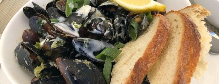 Restaurant Golful Pescarilor is one of สถานที่ที่บันทึกไว้ของ Anastasia.