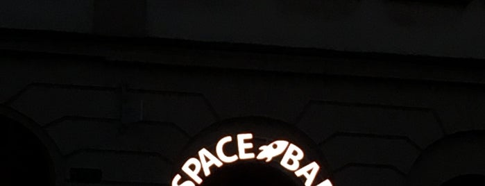 Space Bar & Afterclub is one of Bee Heere.