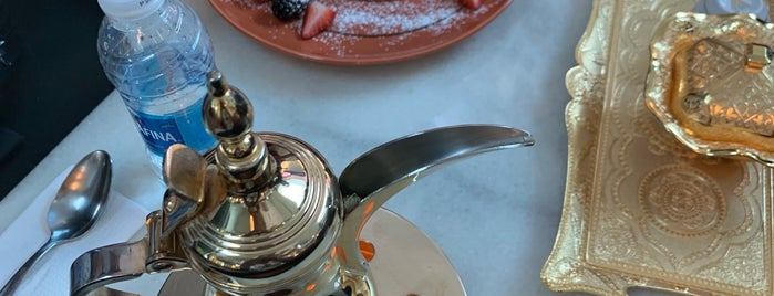 Moda mall - Shai latte café is one of Locais salvos de Queen.