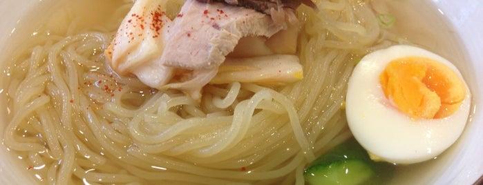 元祖 平壌冷麺屋 本店 is one of to do.