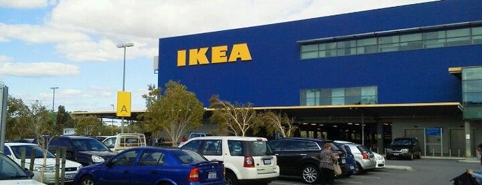 IKEA is one of Lieux qui ont plu à Jenny.