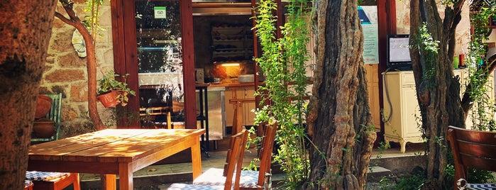 Macaron Konağı is one of สถานที่ที่บันทึกไว้ของ Emre.