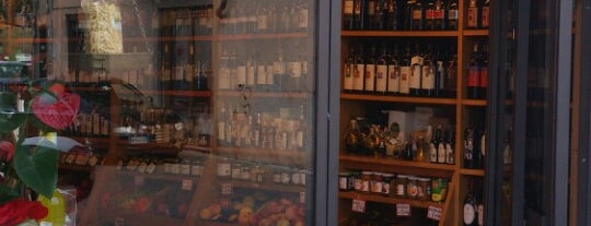Wine spots in Lucca