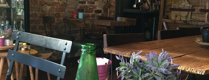 Cafe Stellar is one of Locais salvos de Ceren.