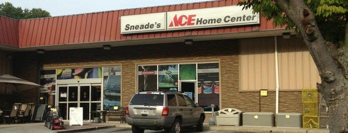 Sneade's Ace Home Center is one of สถานที่ที่ Chris ถูกใจ.