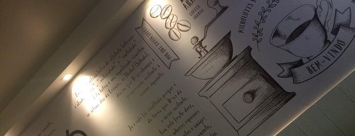 Zayin Café is one of Tempat yang Disukai Flor.
