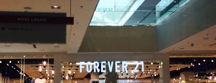 Forever 21 is one of Locais curtidos por Marcello Pereira.